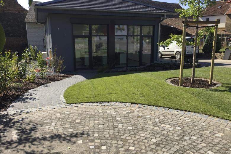 Die Creativ Gartengestaltung GmbH Hat Sich Auf Die Neuanlage Und  Umgestaltung Privater Hausgärten Und Gewerblicher Außenanlagen  Spezialisiert.